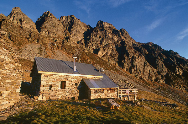 Valle verzasca capanna borgna for Piani casa tetto a capanna